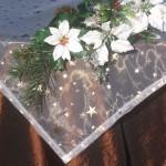 Karácsonyi asztalterítő barna - fehér csillagos organzával arany csillagos