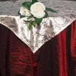 Bordó taft asztalterítő púder rózsaszín középpel