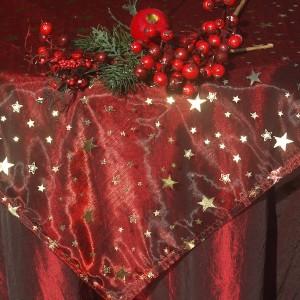 Bordó karácsonyi asztalterítő - arany csillagos organzával