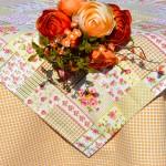 Drapp kockás terítő - rózsás terítő garnitúra