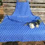 Kékfestő kötény margarétás - nyakba akasztható
