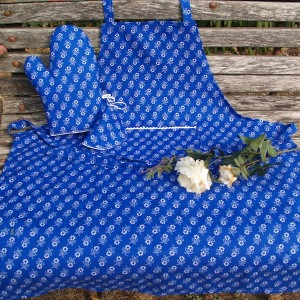 Kékfestő kötény és kesztyű - Margarétás mintával