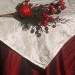 Karácsonyi asztalterítő bordó - hímzett krém középpel