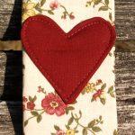 Apró virágos, romantikus, papírzsebkendő tartó