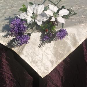 Karácsonyi asztalterítő padlizsán - krém középpel