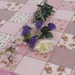 Rózsás terítő kockás - rózsaszín patchworkos