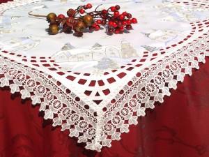 Templomos hímzett asztalközép