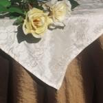 Asztalterítő - barna taft hímzett krém középpel