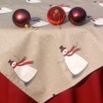 Hóemberes karácsonyi terítő - nyers szín bordóval