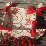Fehér-bordó karácsonyi kenyérkosár - piros masnis