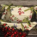 Csipkebogyós karácsonyi kenyérkosár - csipkebogyó mintával