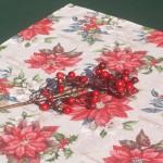 vKarácsonyi abrosz nyers színű - mikulásvirágos asztalközép