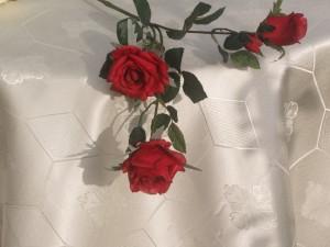 Teflonos damaszt asztalterítő - krém színű