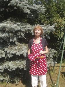 Kati Piros pöttyös kötényben