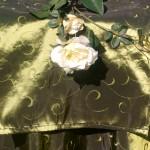 Asztali futó zöld - hímzett indás terítő