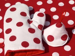 Edényfogó kesztyű - fehér, piros pöttyös