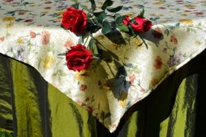 Ünnepi asztalterítő zöld - virágos középpel