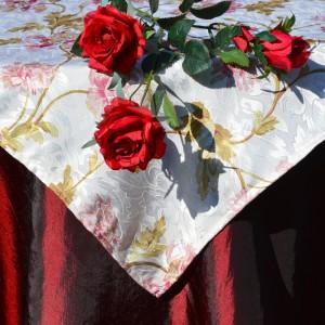 Alkalmi asztalterítő bordó - rózsás selyem középpel