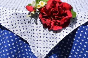 Kékfestő asztalterítő garnitúra - apró virágos