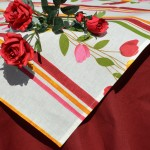 Csíkos virágos asztalterítő - bordó garnitúra