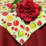 Gyümölcsös asztalterítő - bordó epres