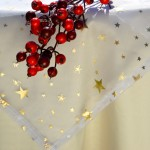 Karácsonyi asztalterítő krém-- csillagos fehér organzával