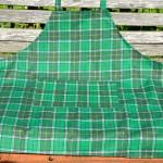 Karácsonyi kötény - zöld skótkockás mintával