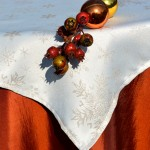 Narancs-krém karácsonyi asztalterítő - hópelyhes lurex