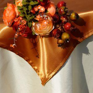 Karácsonyi asztalterítő krém - bronz színű középpel