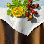 Karácsonyi asztalterítő barna - hópelyhes lurex középpel