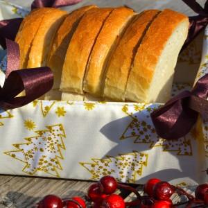 Arany fenyős karácsonyi kenyérkosár - krém színű
