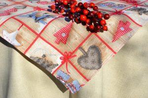 Karácsonyi asztalterítő nyers - rusztikus mintával