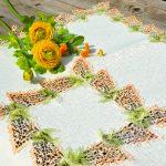 Asztalközép terítő - Orgonás, narancs szélű