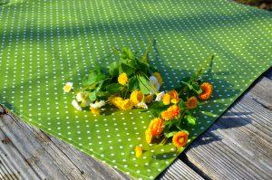 Pöttyös terítő - zöld, fehér pöttyös asztalközép