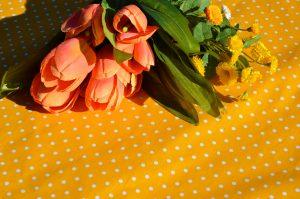 Asztalterítő sárga pöttyös - sárga-fehér abrosz