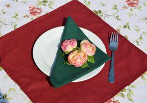 Bordó asztalterítő - az ünnepélyesség színe