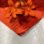 """Asztalterítő - """"jacquard"""" - krémszínű, narancs középpel"""