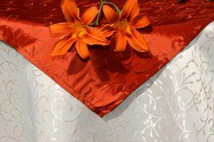 Vajszínű abrosz naranccsal - jacquard terítő