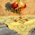 Asztalközép terítő - narancs színű virágos