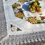 Gerberás terítő - hímzett asztalközép terítő