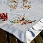 Karácsonyi asztalközép - piros gyertyás terítő
