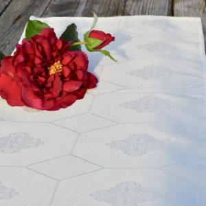 Asztali futó - krém színű teflonos damaszt