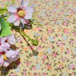 Drapp virágos terítő - apró rózsákkal