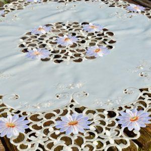 Asztalközép terítő - Fehér margaréták 85x85