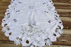Karácsonyi asztalközép - fehér-ezüst (120x60 cm)