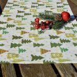 Karácsonyi asztali futó - zöld fenyős, krém (140x40)
