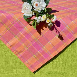 Kivi zöld asztalterítő - rózsaszín kockás középpel