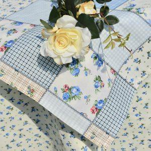 Világoskék terítő - kék rózsás garnitúra