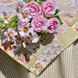 Asztalterítő I. - csíkok, rózsák és kockák