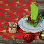 Karácsonyi asztali futó piros - fenyő mintás (140x40)
